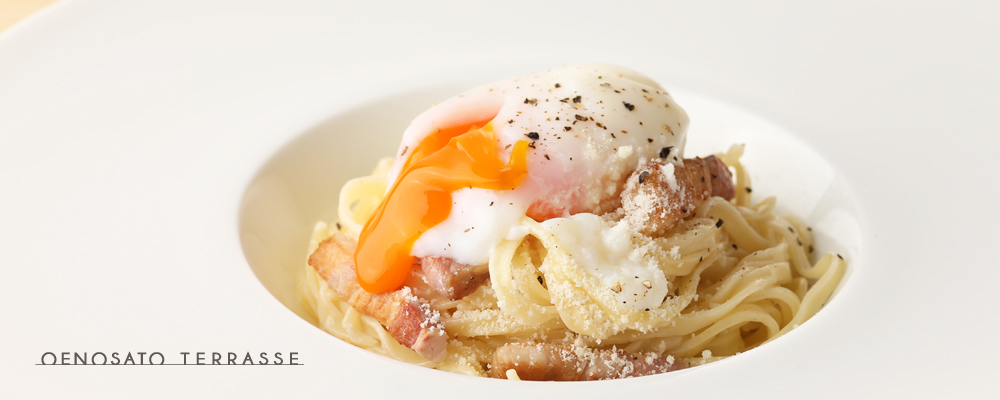 天美卵と自家製ベーコンのパスタ